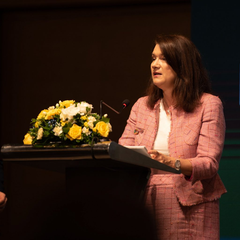 Sveriges Handelsminister, Ann Linde, talar under High Level Business toppmöte i Vietnam.