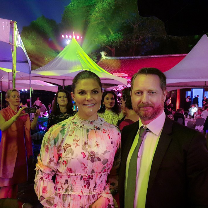 Vår seniora rådgivare Tommy Vestlie står jämte Kronprinsessan Viktoria under High Level Business toppmöte i Vietnam.